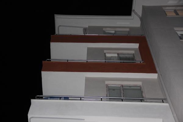 5'inci kattaki evlerinin balkonundan düşen Ahsen, toprağa verildi