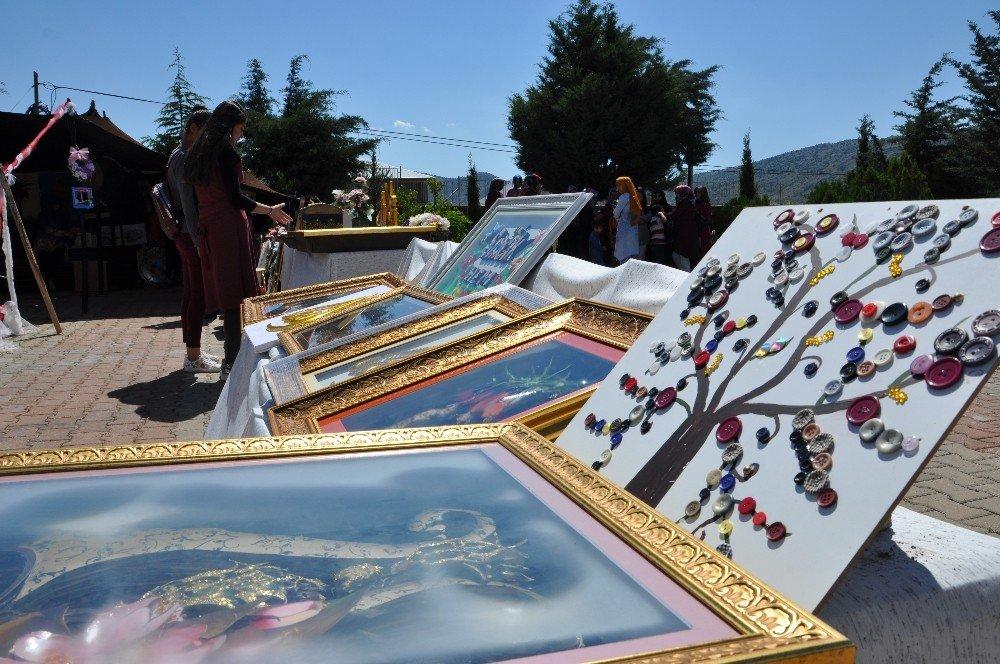Sincik'te kıl çadırda yıl sonu sergisi