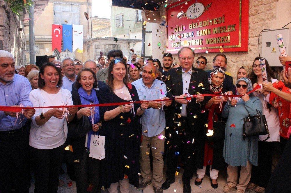 Asmalı Konak'ta kadınlar için Meslek Zenginleştirme Merkezi açıldı