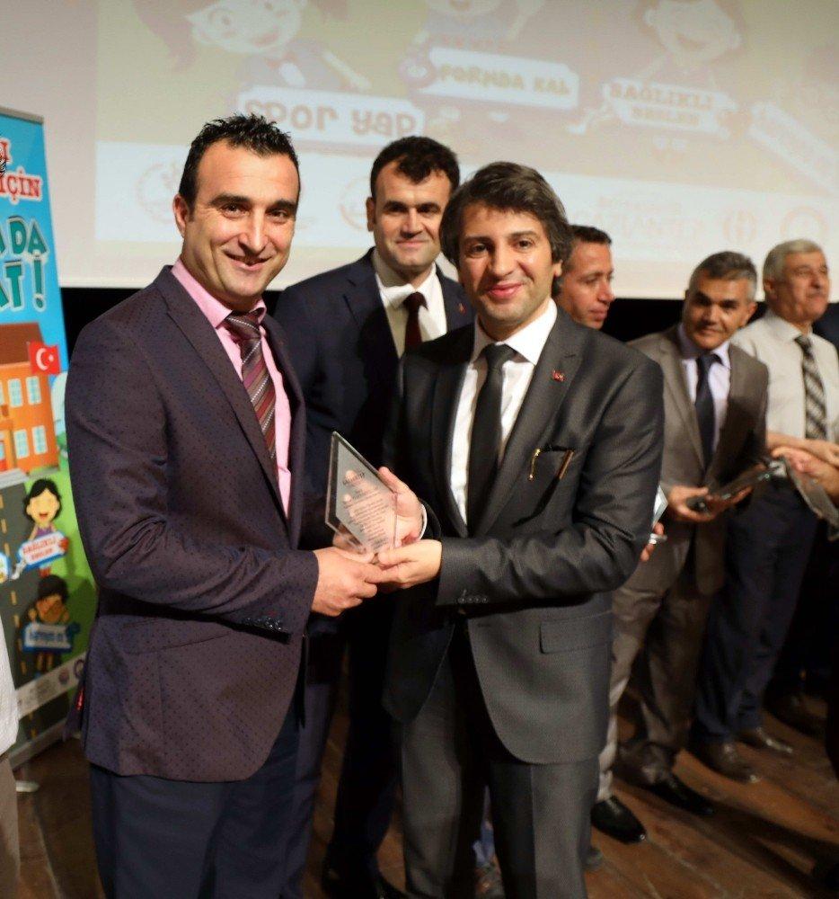 """GAÜN'de """"Sağlıklı nesiller için bir adım da sen at'' projesinin ödül töreni gerçekleşti"""