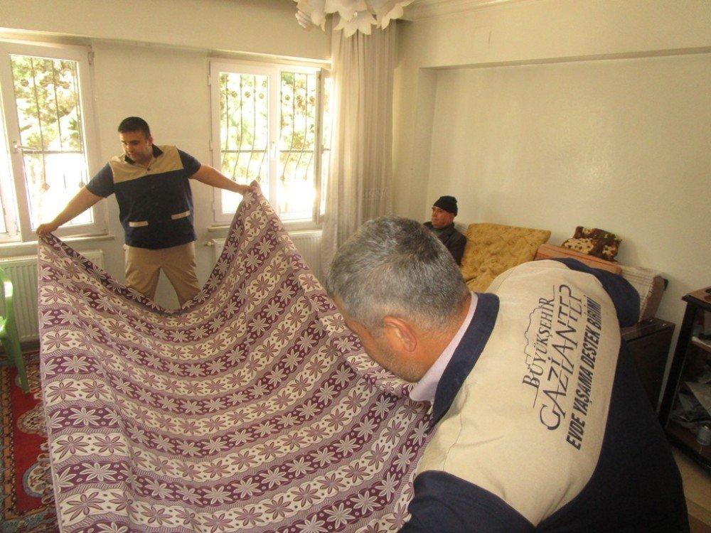 Gaziantep'te kimsesiz yaşlılara sağlık ve temizlik hizmeti