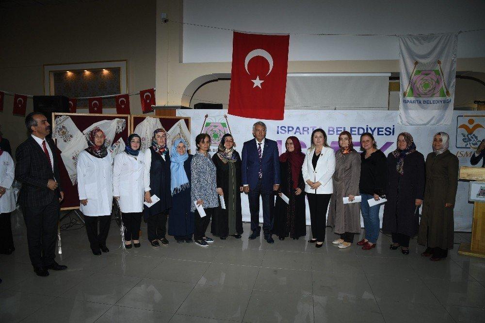 ISMEK'i tamamlayan kursiyerler için sertifika töreni