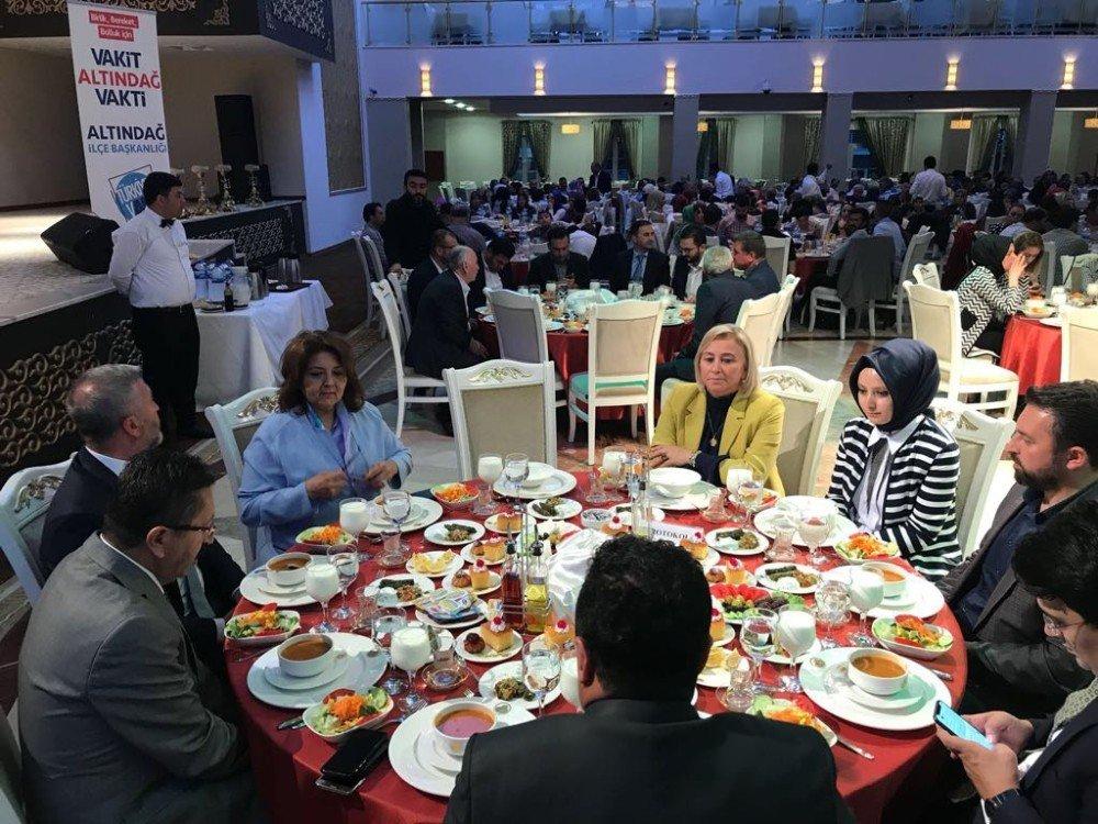 Başkan Tiryaki, AK Parti Altındağ İlçe Teşkilatı üyeleriyle iftarda buluştu