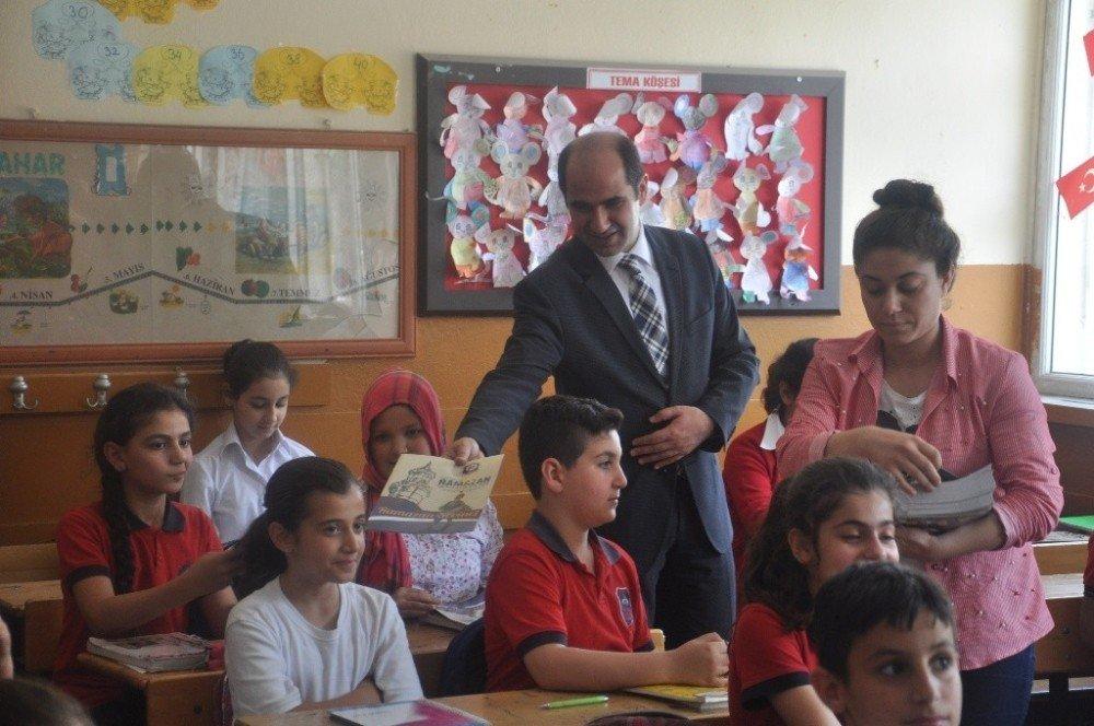 Silopi'de öğrencilere Ramazan Çocuk Dergisi dağıtıldı