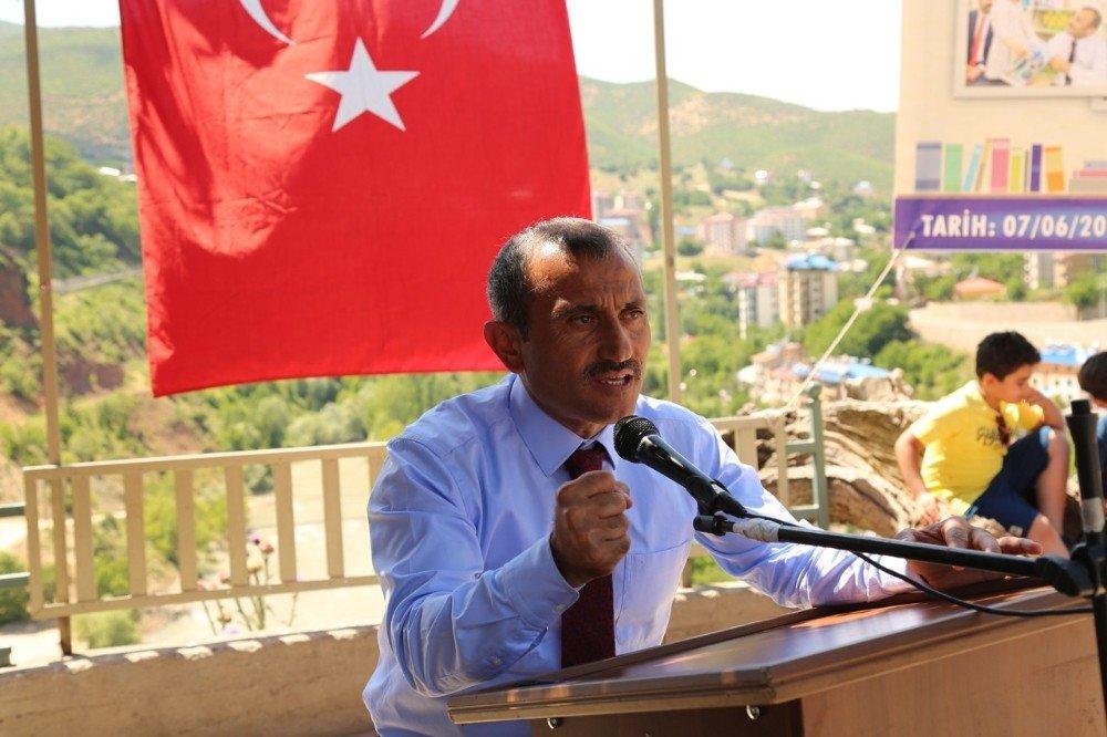 Tunceli'de en çok kitap okuyan öğrenciler ödüllendirildi