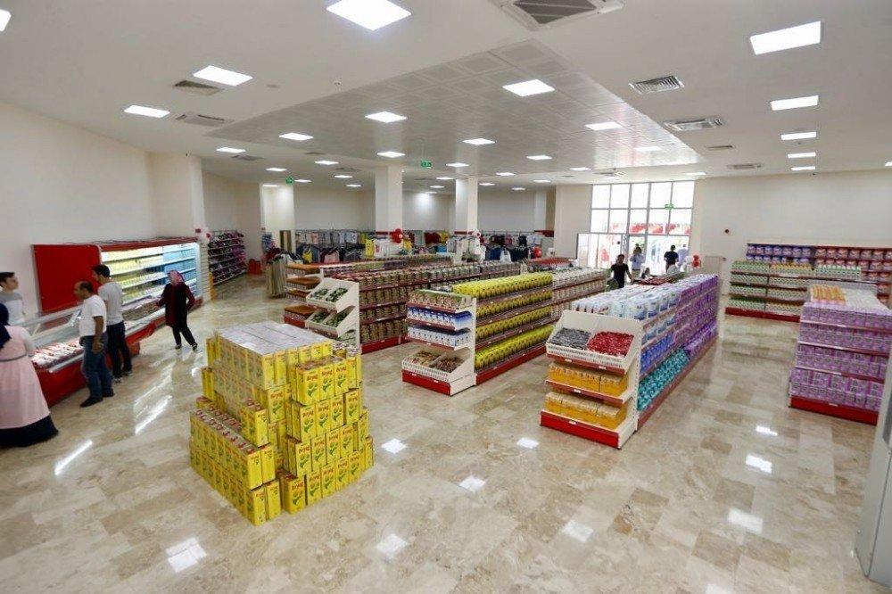 Ümraniye, üçüncü sosyal market ve spor tesisine kavuştu