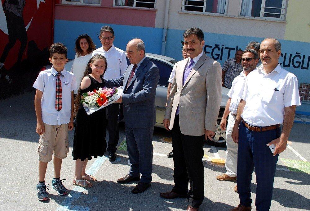 Salihli'de 27 bin öğrenci karne heyecanı yaşadı