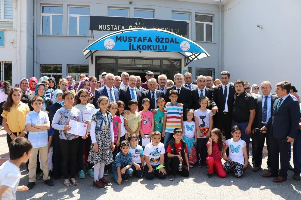 Kayseri'de 300 bin 86 öğrenci karne aldı