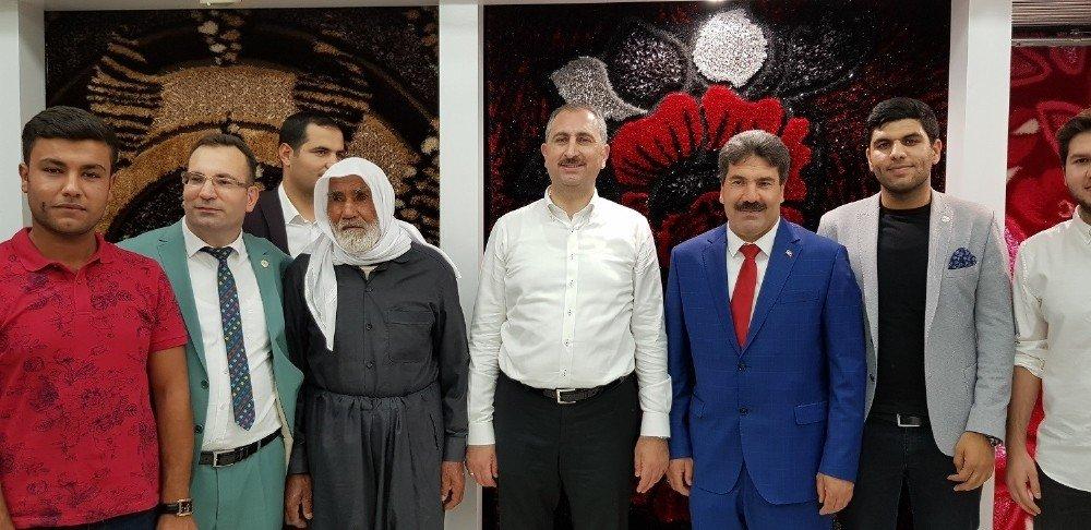 Adalet Bakanı Gül, halı fabrikasını ziyaret etti