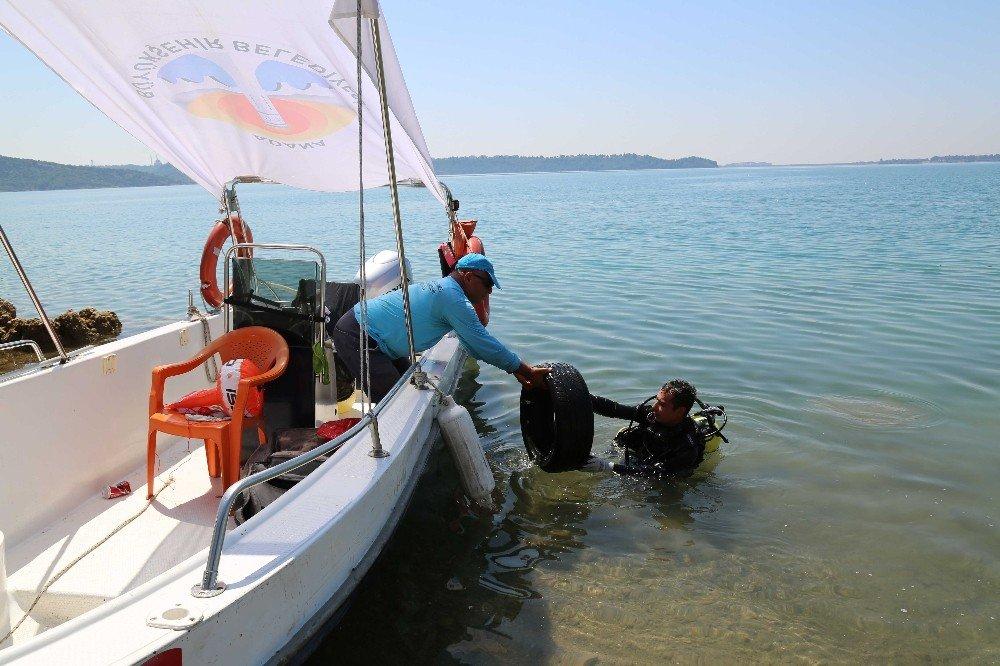 Seyhan Baraj Gölü'nde temizlik