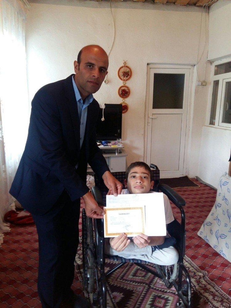 Ağrı'da 60 engelli öğrenci karneleri aldı