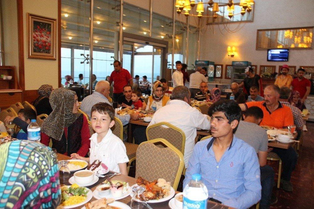 Başkan Yemenici belediye personeliyle iftarını açtı