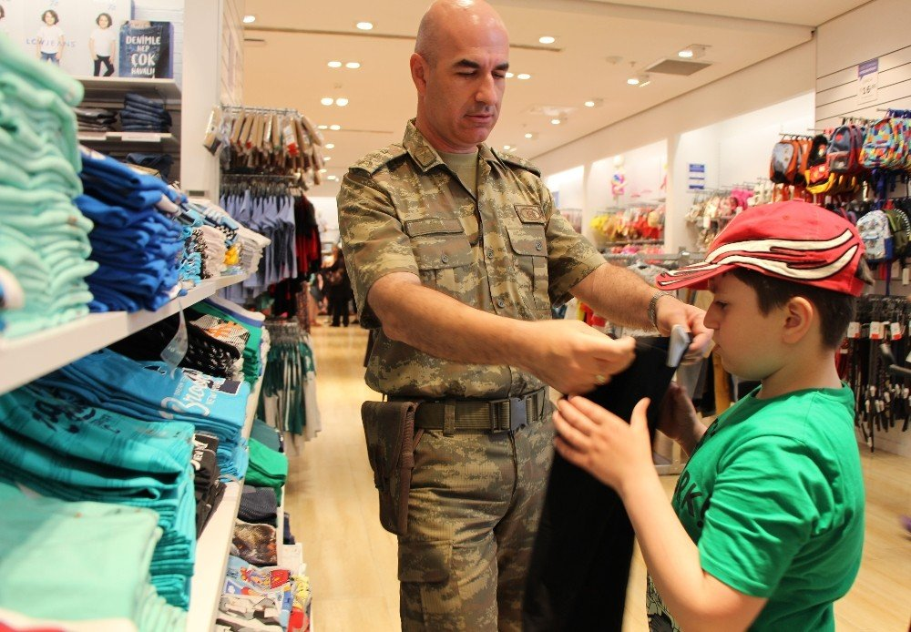 Karne hediyesi askerlerden