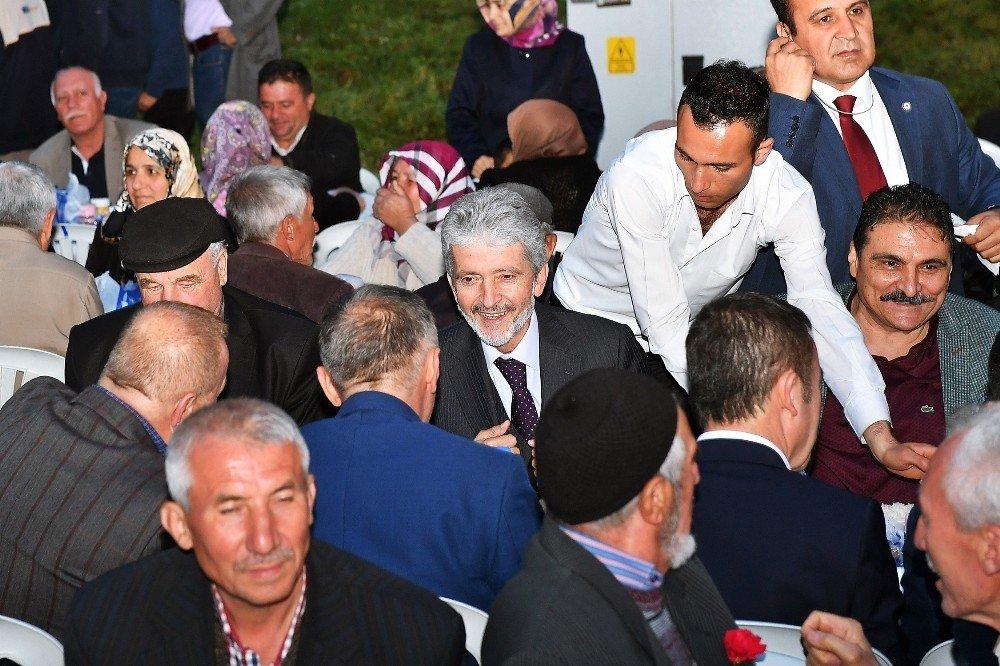 Büyükşehir Belediye Başkanı Tuna orucunu her gün bir başka ilçede açıyor