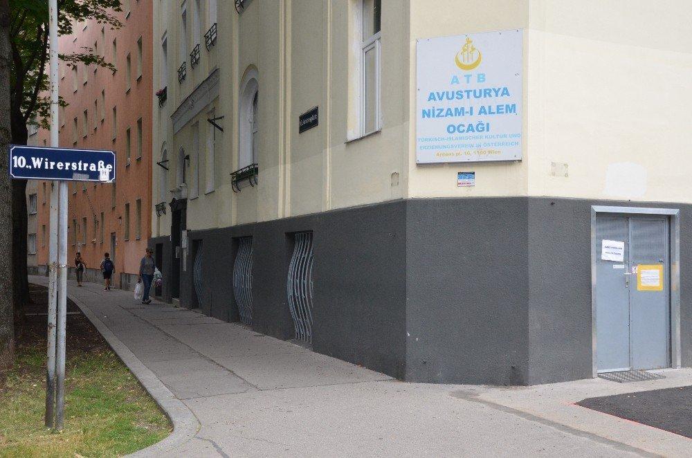 Avusturya'da Türklerden cami kapatma tepkisi