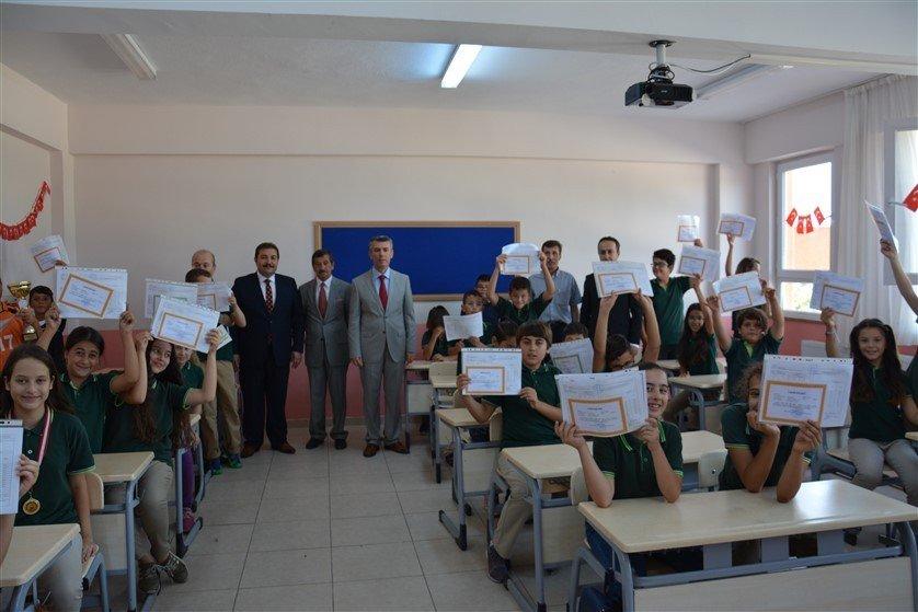 Edremit'te 22 bin 234 öğrenci karne heyecanı yaşadı