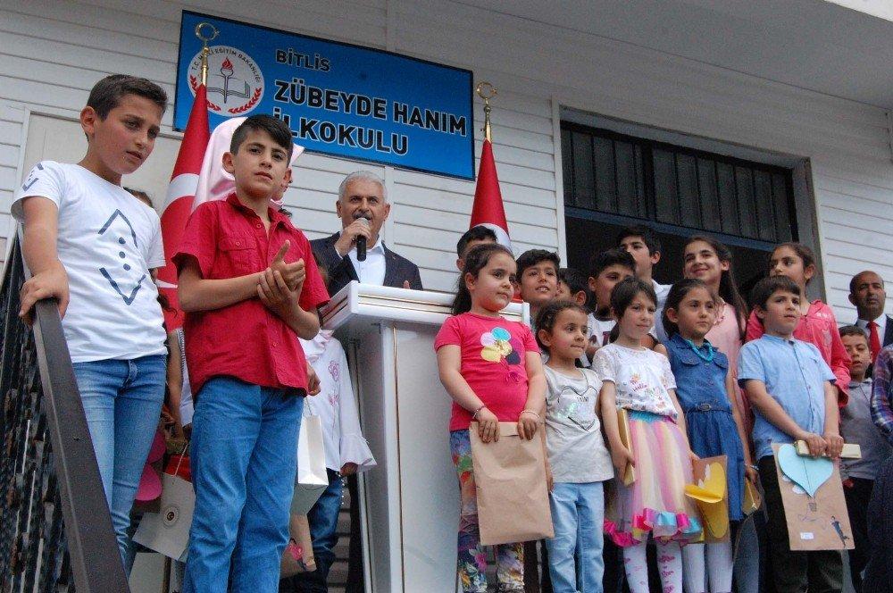 Başbakan Yıldırım Bitlis'te karne dağıttı