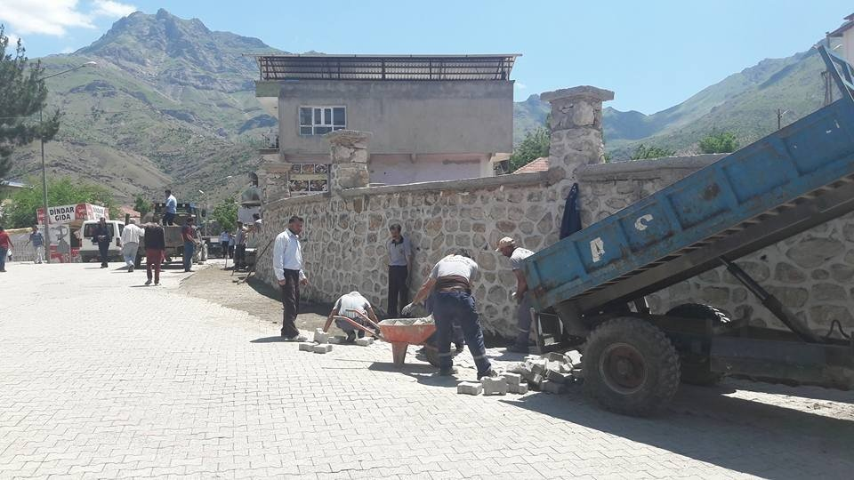 Sason Belediyesi kilitli parke taşı çalışmalarını sürdürüyor