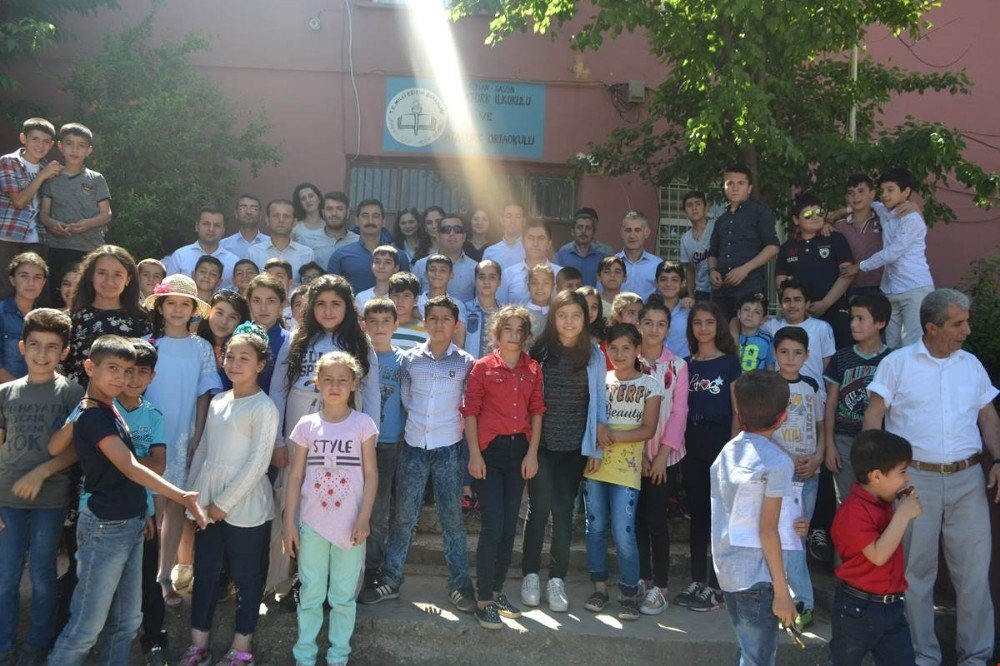 Sason'da 8 bin 478 öğrenci karne heyecanı yaşadı