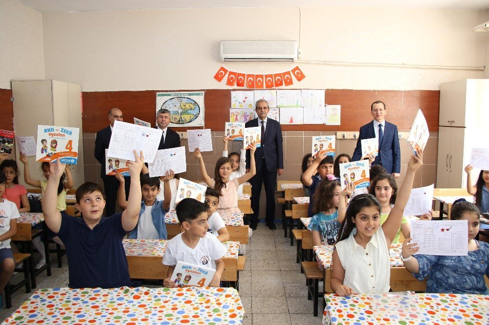 Belediye başkanından öğrencilere karne hediyesi