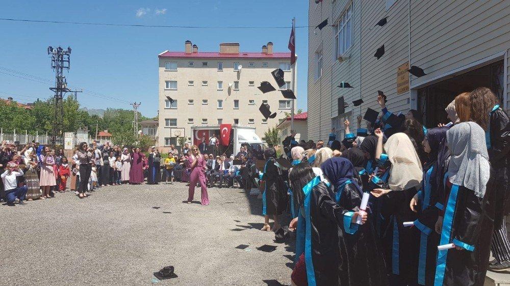 Tatvan'da 23 bin öğrenci karne sevinci yaşadı