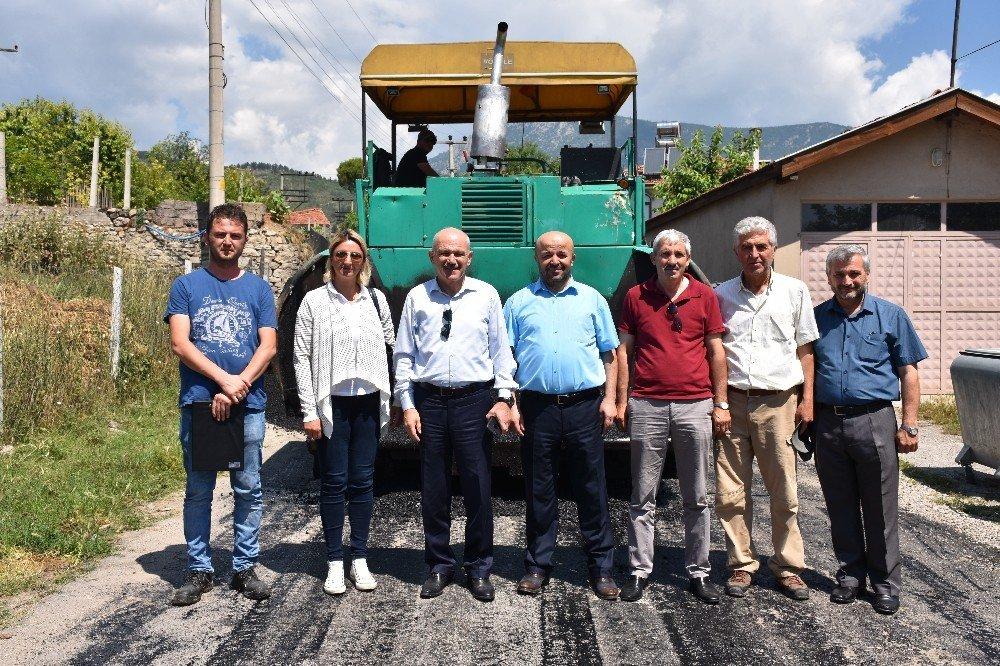 Sıcak asfalt çalışmaları devam ediyor