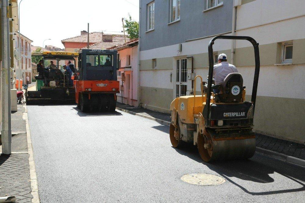 Büyükdere'deki 32 sokakta asfalt ve tretuvar çalışması