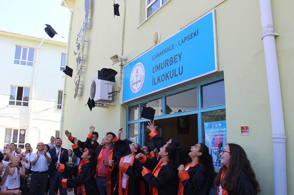 Başkan Yavaş öğrencilerin mezuniyet coşkusuna ortak oldu