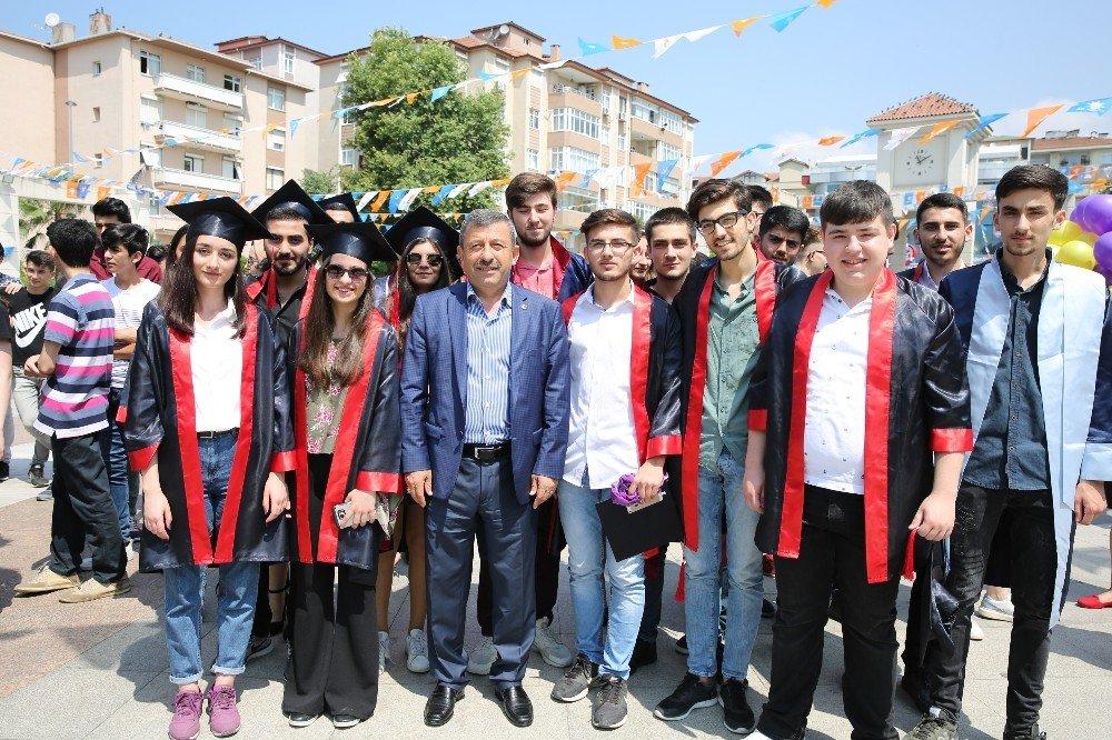 Başkan Karabacak, öğrencilerin karne sevincini paylaştı