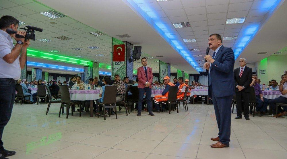 Gürkan, belediye çalışanları ile iftarda bir araya geldi