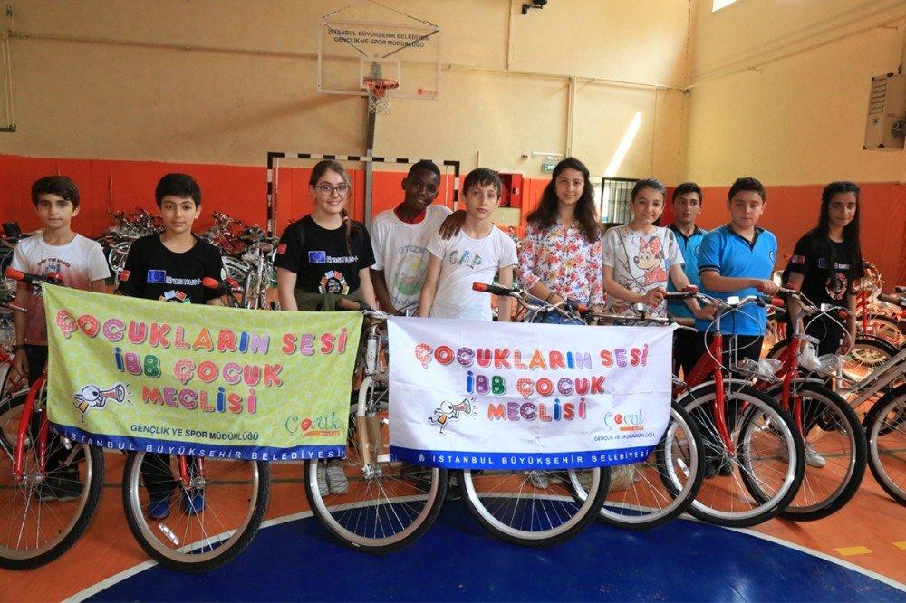 Başkan Uysal'dan Çocuk Meclisi üyelerine bisiklet hediyesi