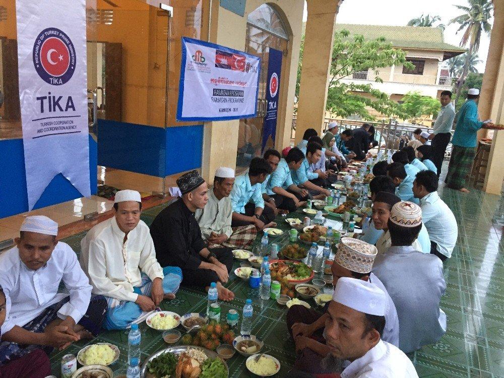 TİKA'dan Kamboçya'da iftar