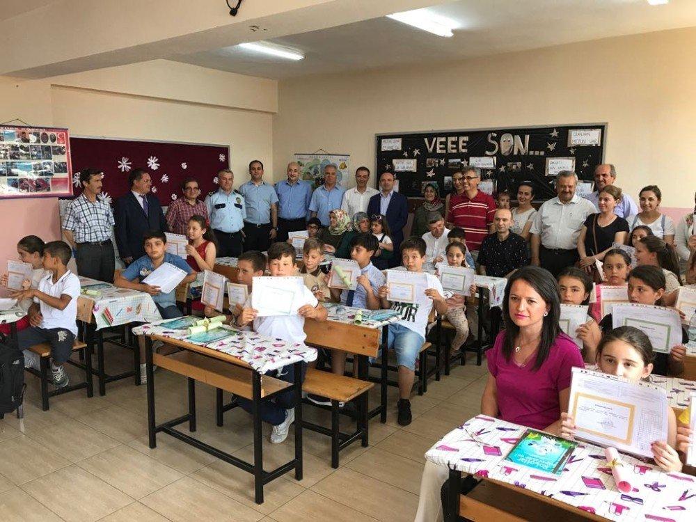Burhaniye'de 9 bin 150 öğrencinin karne sevinci