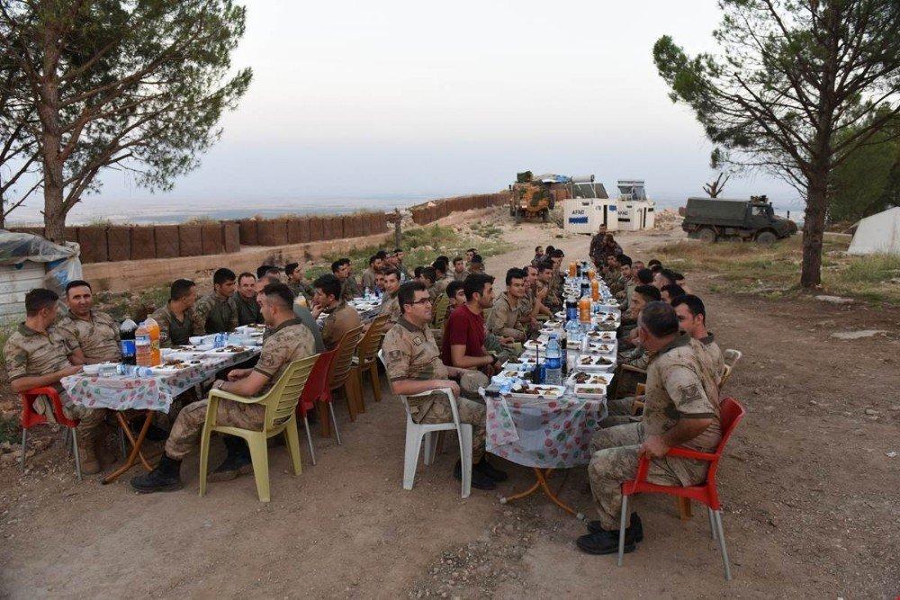 Kahraman Mehmetçik Burseya'da iftar yaptı