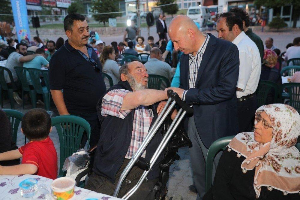 İftar bereketi Erkilet Mehmet Akif Ersoy Mahallesi'nde yaşandı