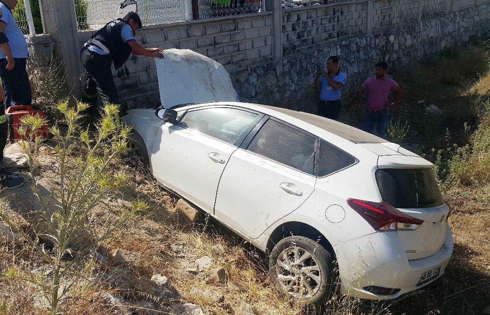 Otomobil zeytinlik araziye uçtu; 1 yaralı