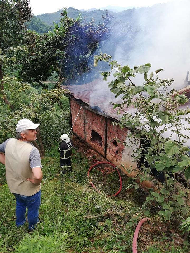 Kabadüz'de ahşap ev yangını