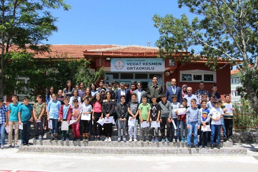 Seydişehir'de öğrenciler karnelerini aldı
