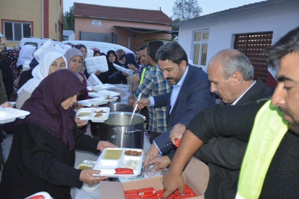 Seyitgazi'de iftar programları devam ediyor
