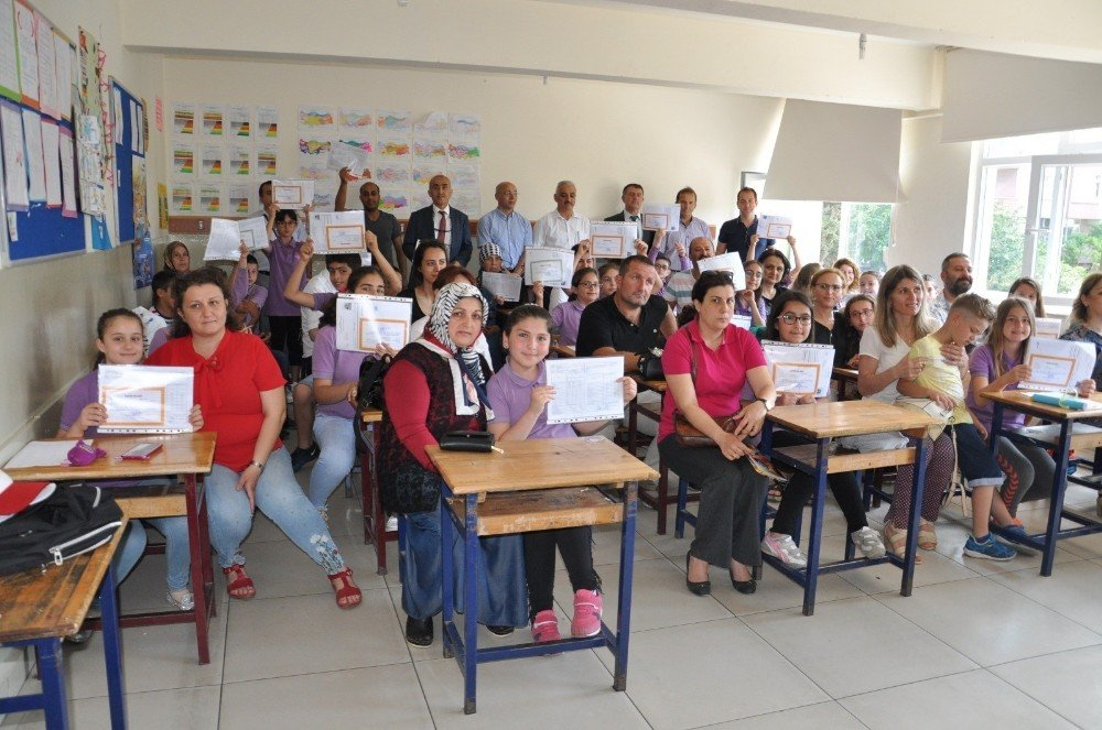 Sinop'ta 32 bin 31 öğrenci karne aldı
