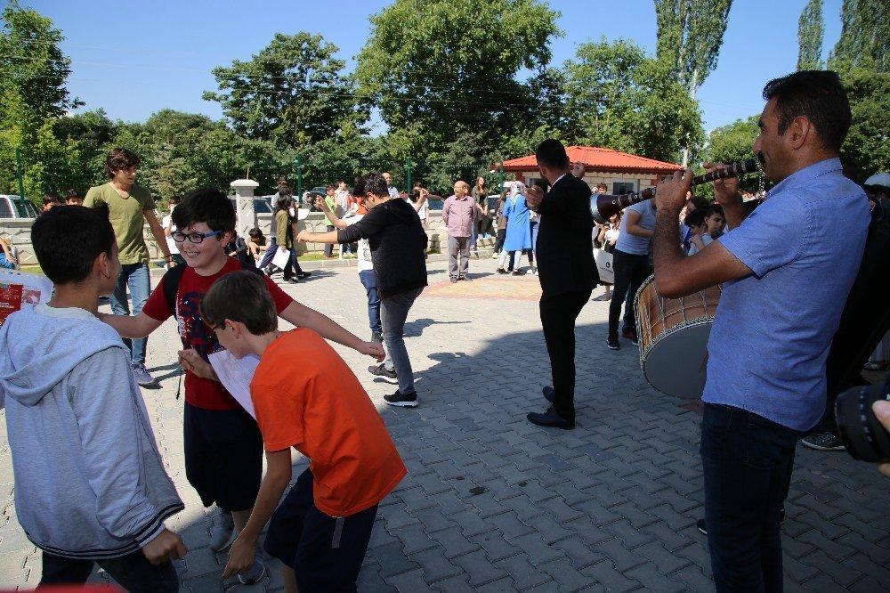 Tokat'ta karne sevinci davul, zurna ve halaylarla kutlandı