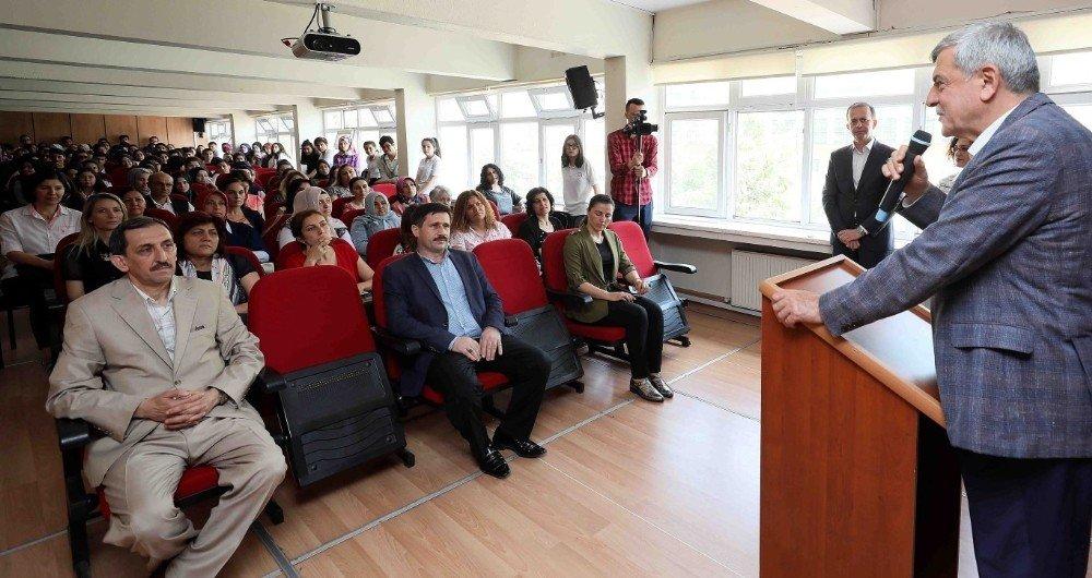 """Başkan Karaosmanoğlu, """"Çok okuyun, çalışın, örnek olun"""""""