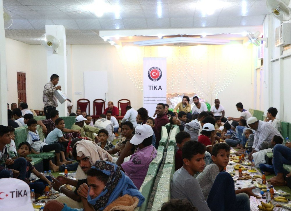 TİKA'dan Yemen'de yetimlere iftar