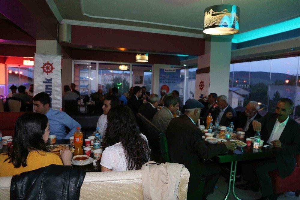 Varto Denizbank şubesinden çiftçilere iftar yemeği
