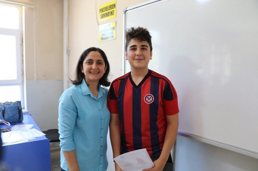 Zonguldak'ta 105 bin öğrenci karne heyecanı yaşadı