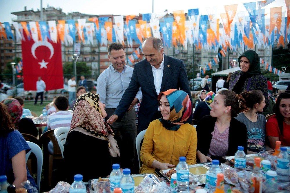 Giresun'da AK Parti ailesi 'vefa' iftarında buluştu.