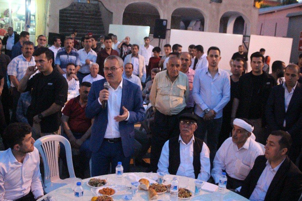 Mereto eteklerinde dev ramazan sofrası kuruldu