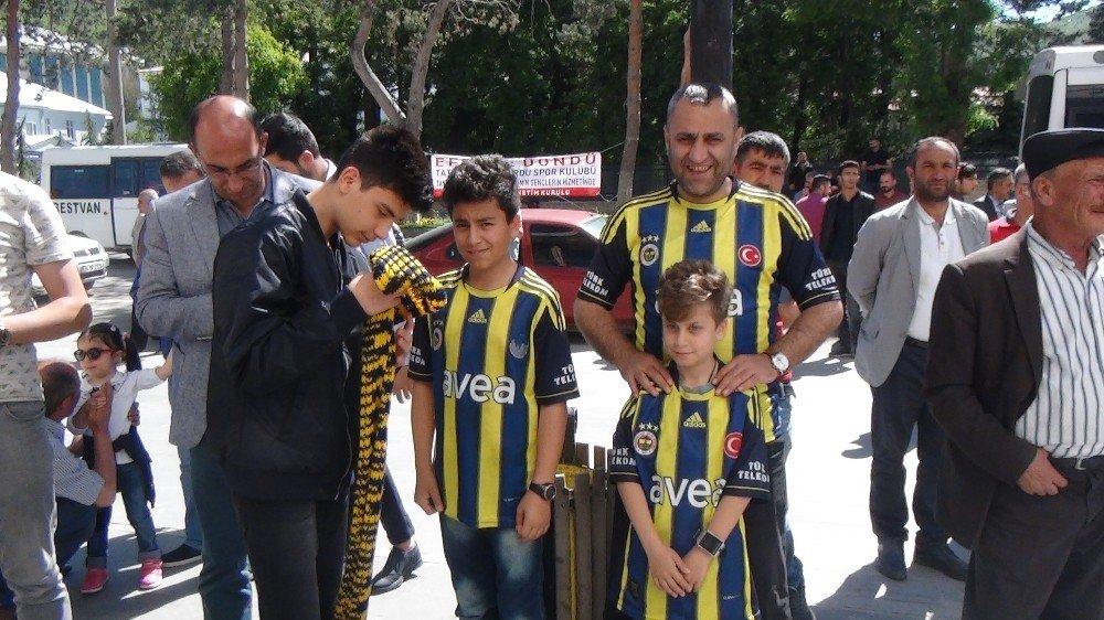Bitlis'te FB'li taraftarlardan Başkan Ali Koç'a kurbanlı destek
