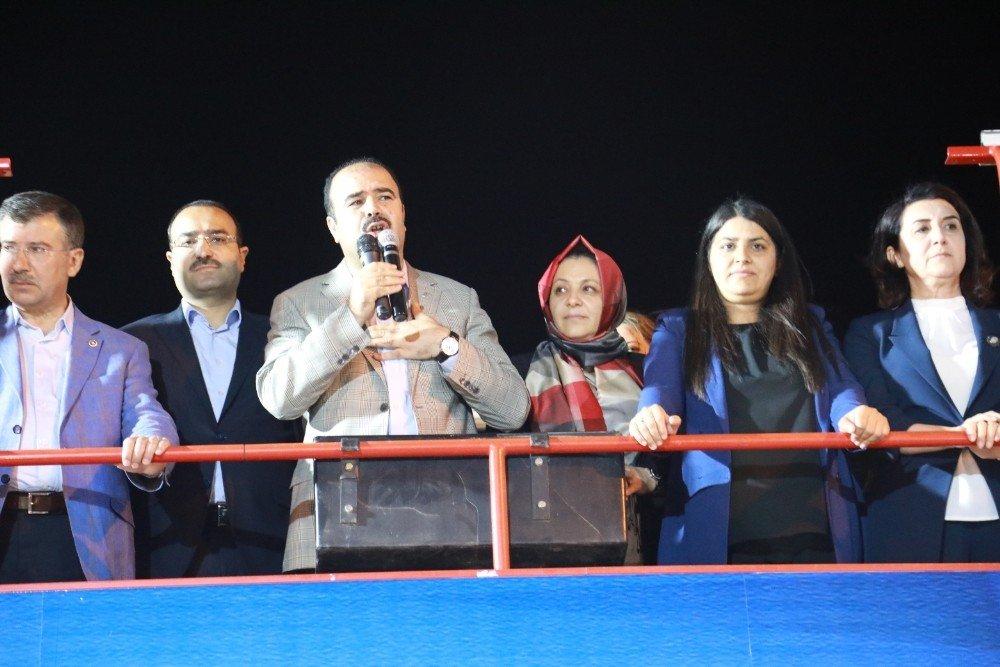 Çiftçi Karaköprü'de seçim bürosunun açılışını yaptı