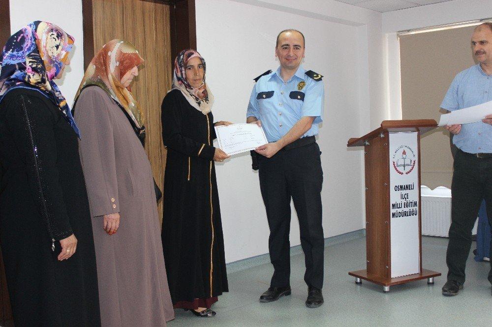 Osmaneli'de Okuma Yazma Seferberliği sertifika töreni